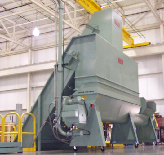 Rotary shredder / vacuum transfer