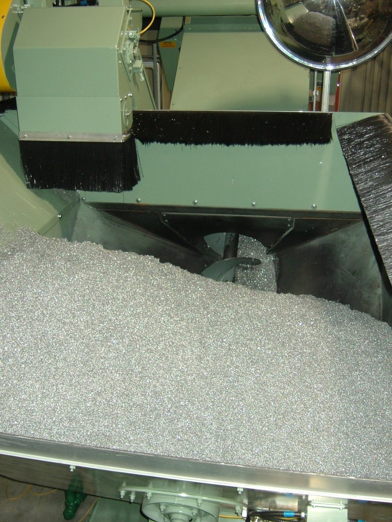 Screw conveyor with suppression skirting.